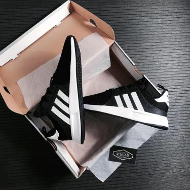giay-adidas-xplr-core-black-cq2405
