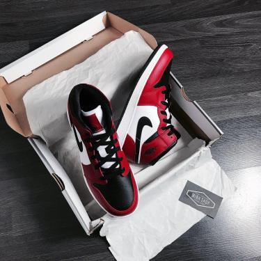 Hàng Chính Hãng Nike Jordan 1 Mid Chicago Black Toe 2020** V