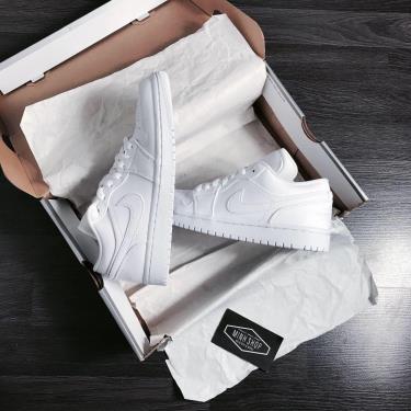 Hàng Chính Hãng Nike Air Jordan 1 Low 'Triple White' GS 2020**