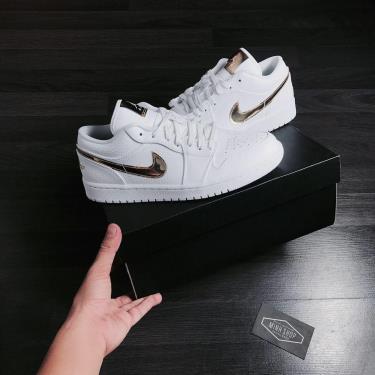 Hàng Chính Hãng Nike Jordan 1 Low White Metallic Gold 2021** V