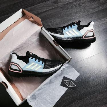MUA 1 TẶNG 1~ Hàng Chính Hãng Adidas Ultra Boost 5.0 Black/Linen Green 2020**
