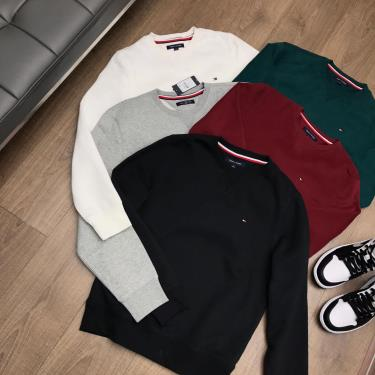 ao-sweater-tommy-black