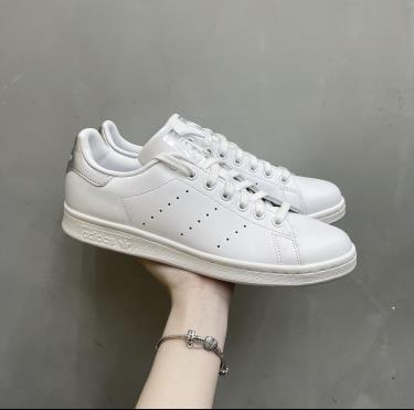 8xx-giay-adidas-stan-smith-sliver-ee6056-ap-dung-ck