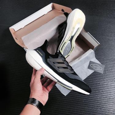 giay-adidas-ultra-boost-21-7-0-core-black-volt-fy0374