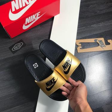 Hàng Chính Hãng Dép Nike Benassi 'Black Metallic Gold' 2020**