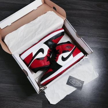 Hàng Chính Hãng Nike Air Jordan 1 Mid Chicago Black Toe  CUST 2021** V