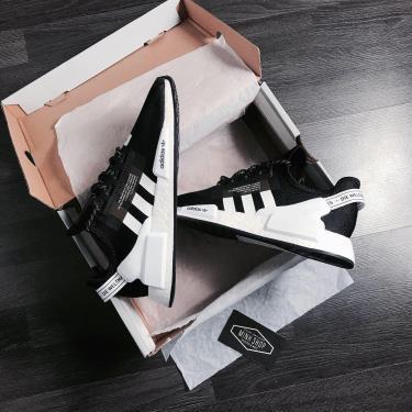 giay-adidas-nmd-r1-v2-black-white-fv9021