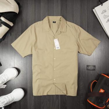ao-so-mi-uniqlo-short-sleeve-shirt-light-brown