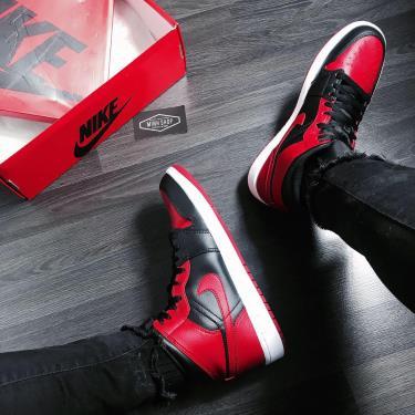 Hàng Chính Hãng Nike Air Jordan 1 Mid Black/Red LOGO 2020**