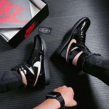 Hàng Chính Hãng Nike Air Jordan 1 High OG Patent Black Metallic Gold 2021**