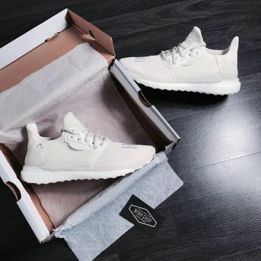 Hàng Chính Hãng Adidas X Pharrell Williams Solar Hu Glide Boost Cream White **2020**