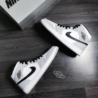 Hàng Chính Hãng  Nike Air Jordan 1 Mid 'Light Smoke Grey' 2020**