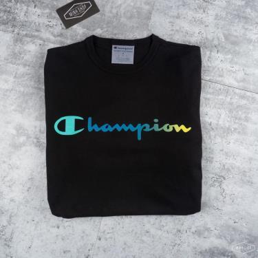 unique-ao-thun-champion-gradient-black